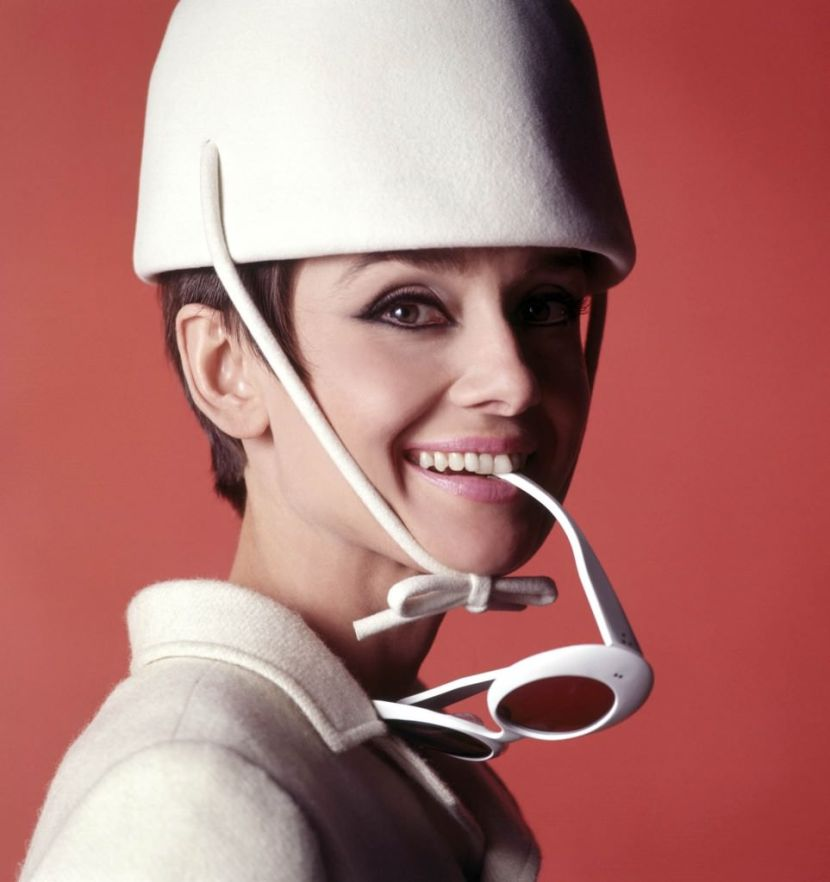 Audrey-Hepburn-in-How-to-Steal-a-Million-963x1024